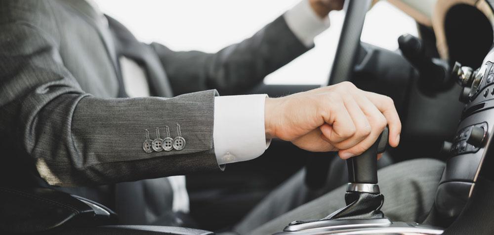 Reparamos la caja de cambios de tu coche | Talleres AGM